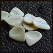 Lefty Tones - Pack of 4 Guitar Picks | Timber Tones